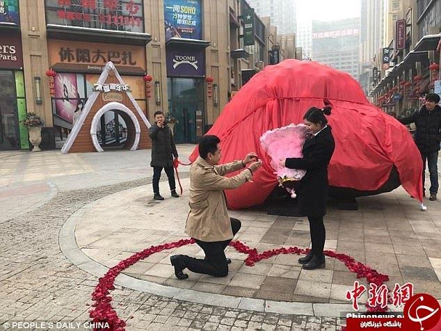 خواستگاری هیجانانگیز مرد چینی از دختر مورد علاقهاش +عکس