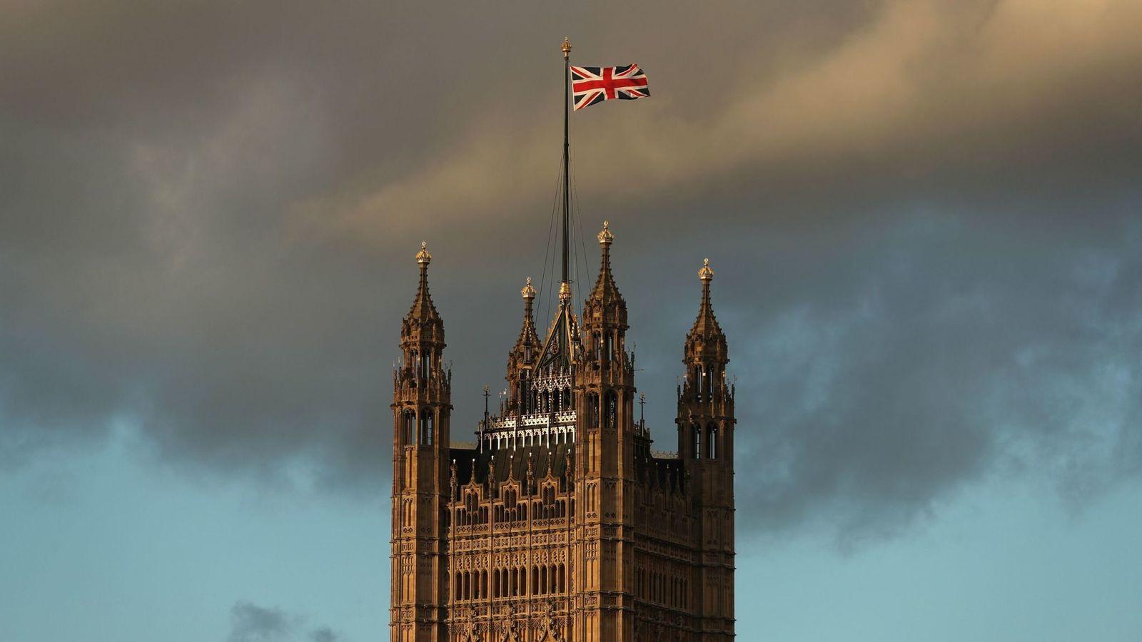 وزیر دفاع انگلیس با تایید بدهی ۴۰۰ میلیون دلاری لندن به تهران، تاکید کرد که انگلیس موظف به پرداخت دیون خود به ایران است.