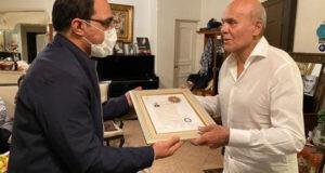 جمشید هاشمپور نشان درجه یک هنری گرفت