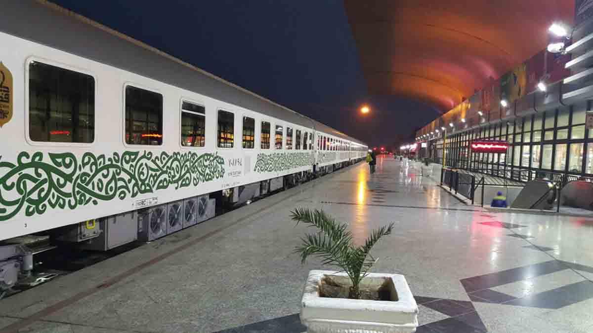 پیشفروش بلیت قطارهای نوروزی به صورت اینترنتی از فردا ۵ اسفند آغاز میشود.